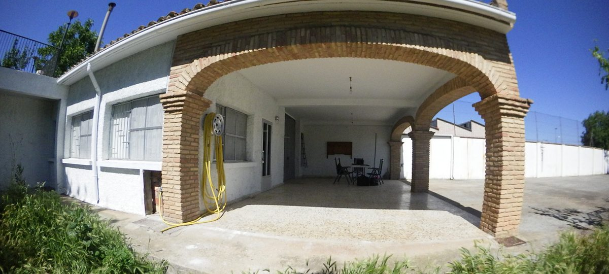 http://www.fincabienvenido.com/wp-content/uploads/2016/09/Finca-Bienvenido-Porche-1200x540.jpg