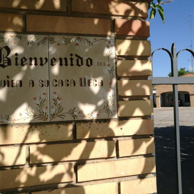 http://www.fincabienvenido.com/wp-content/uploads/2017/05/Alquiler-casa-rustica-en-Corella-Navarra-10-640x640.jpg