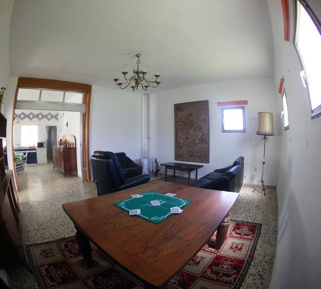 https://www.fincabienvenido.com/wp-content/uploads/2017/05/Finca-Bienvenido-Alquiler-finca-rustica-Corella-Navarra-Salon2-640x576.jpg