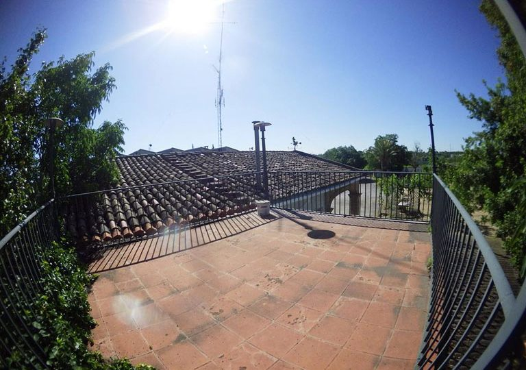 https://www.fincabienvenido.com/wp-content/uploads/2017/05/Finca-Bienvenido-Alquiler-finca-rustica-Corella-Navarra-Terraza-768x540.jpg